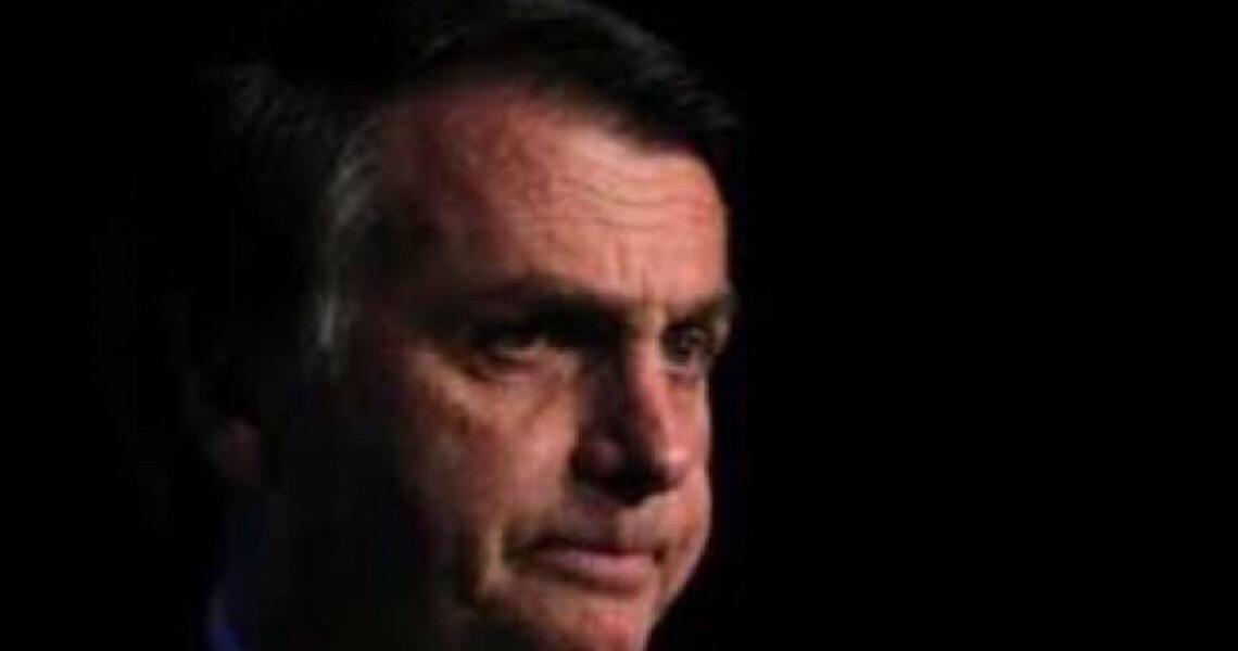 Cretinice política joga Jair Bolsonaro contra a parede