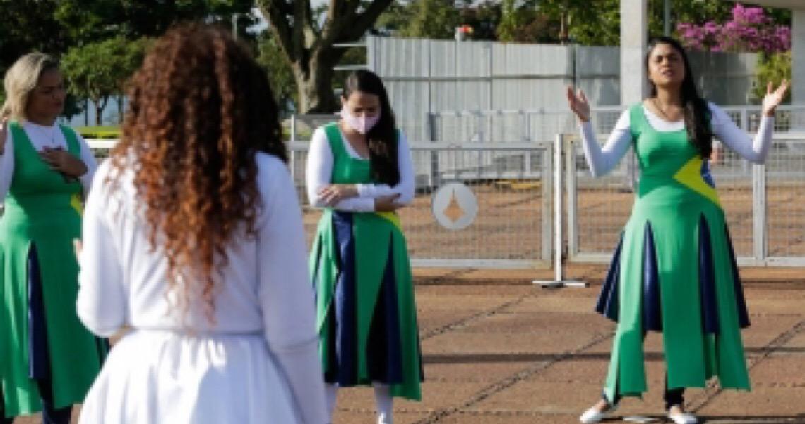 Após convocação de Bolsonaro, evangélicos fazem dia de jejum e oram pelo presidente no Alvorada