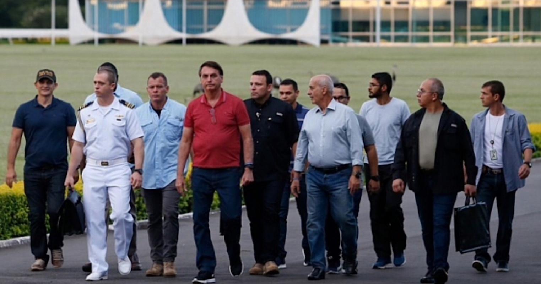 Em crise com Mandetta, Bolsonaro diz que hora de quem está 'se achando' vai chegar