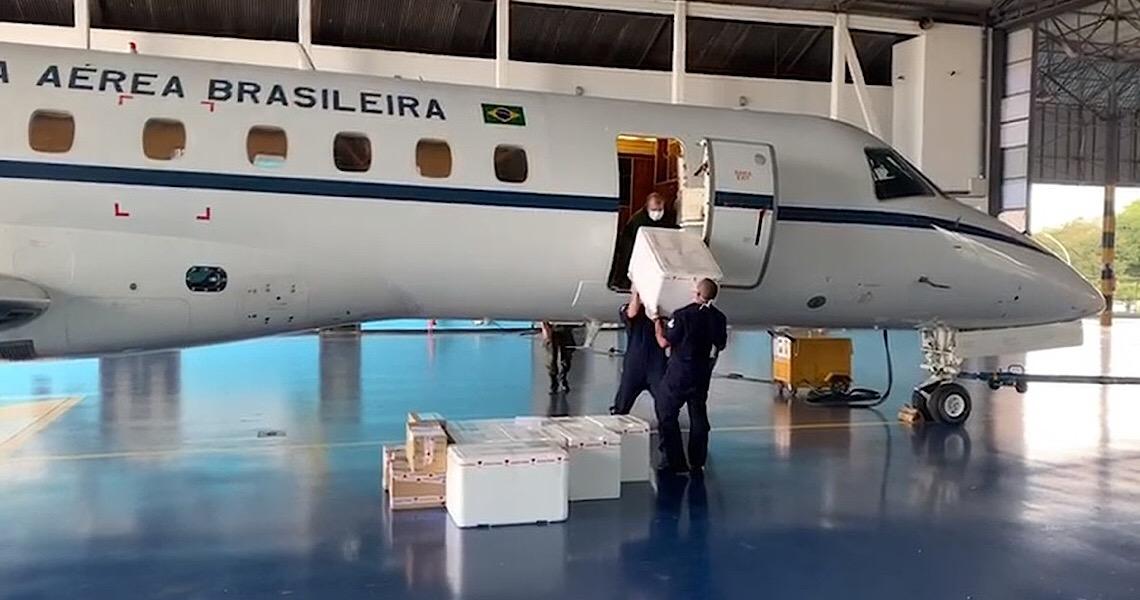 Avião da FAB transporta respiradores e vacinas do DF para 3 estados em risco pela Covid-19