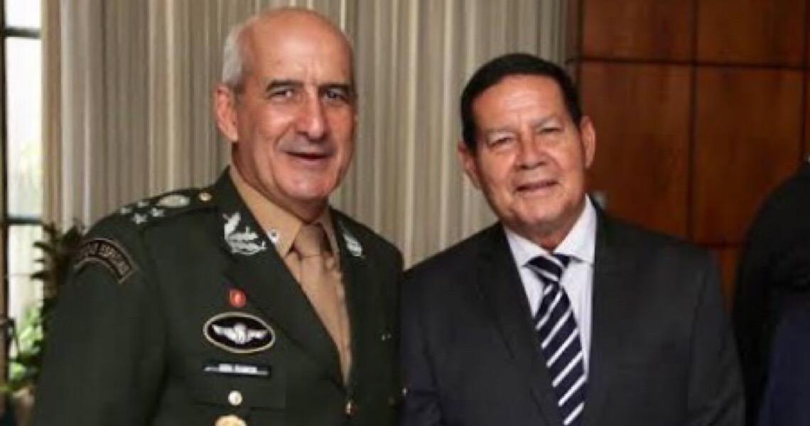 Atacados pelo 'Gabinete do ódio', Mourão e Ramos avisam: 'paraquedistas andam sempre no mesmo passo'