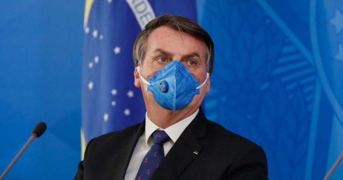 Acuado, Jair Bolsonaro faz o que sempre fez