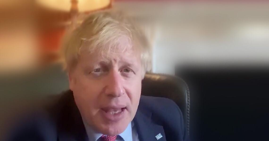 """Boris Johnson diz que """"deve a vida"""" ao serviço público de saúde"""