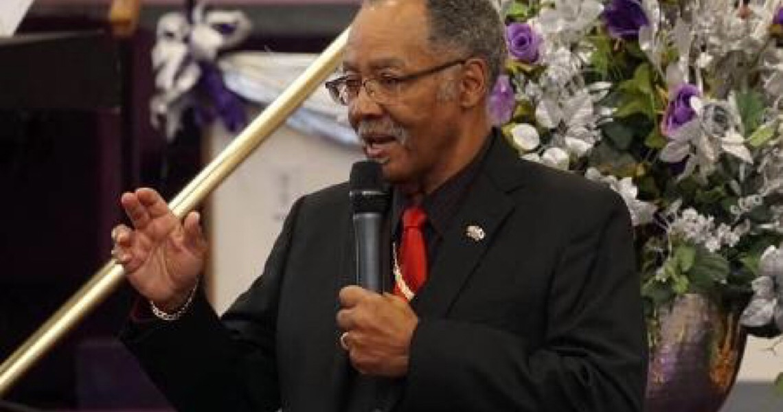 Pastor que incentivou igreja lotada na quarentena morre de covid-19 nos EUA