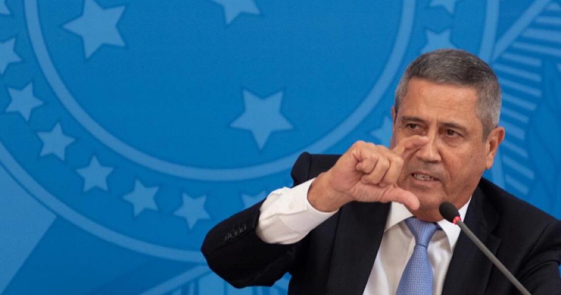 General Braga Netto demite assessor ligado a Olavo de Carvalho