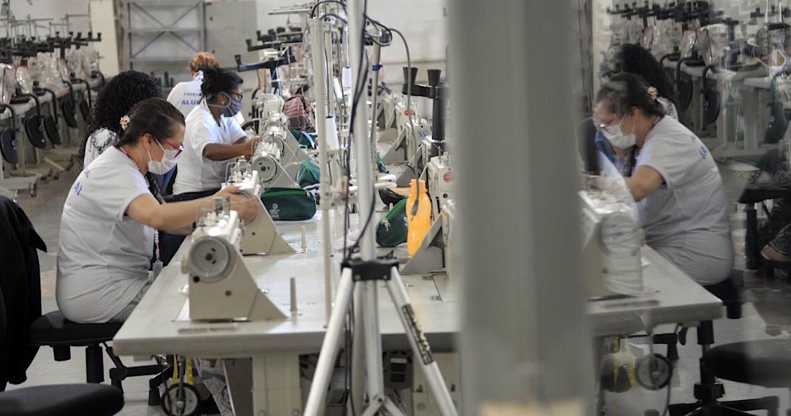 Fábrica Social recebe mais de 1,5 mil metros de tecido para confeccionar máscaras