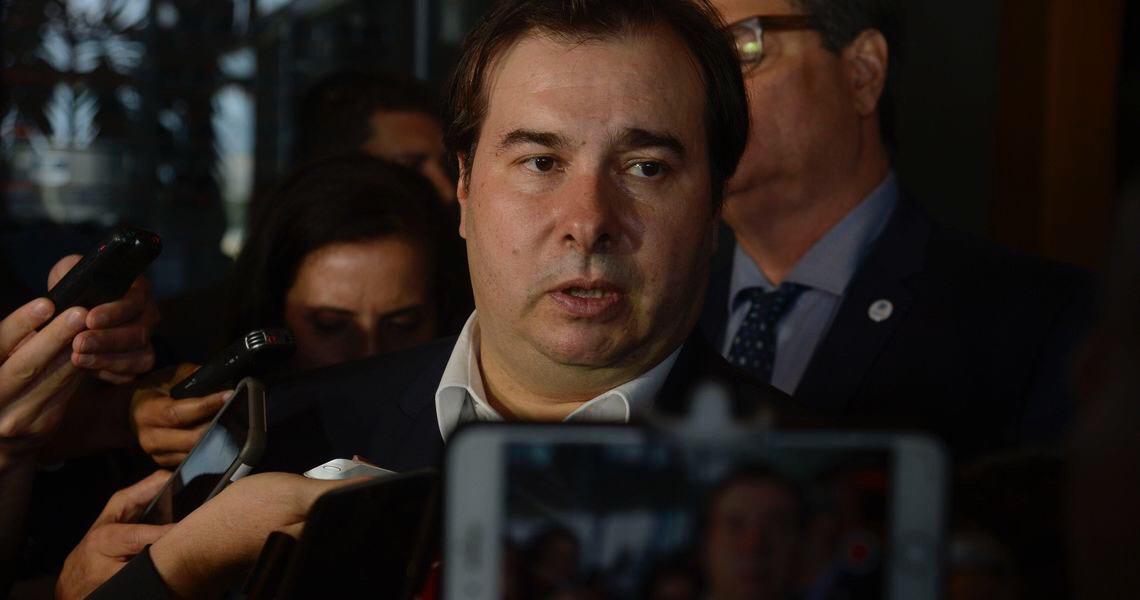 Congresso vê afronta em ataques de Bolsonaro a Maia