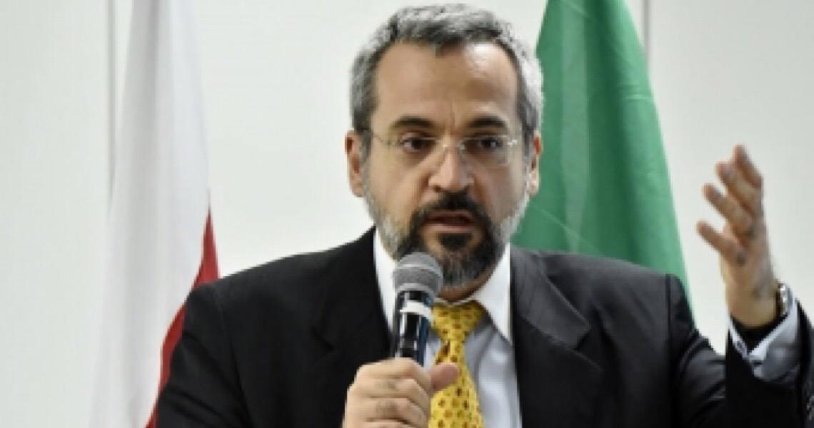 Weintraub diz que universidades que mantêm atividades em pandemia serão premiadas