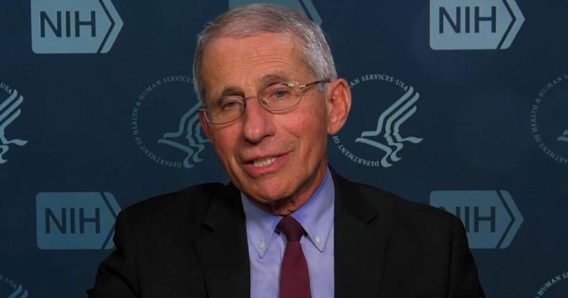 Principal especialista americano em doenças infecciosas rejeita teoria conspiratória sobre coronavírus fabricado em laboratório