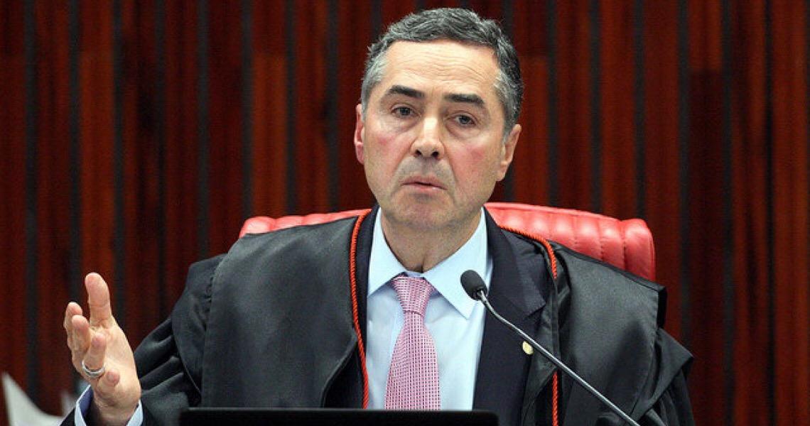 """Ministro Barroso critica protestos e diz que """"pessoas de bem"""" não desejam intervenção militar"""