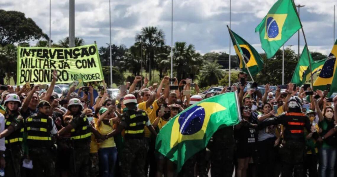 Após ato por ditadura que Bolsonaro prestigiou, juízes avisam que 'não admitirão qualquer retrocesso institucional'