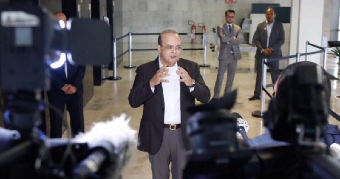 Em encontro, Bolsonaro e Ibaneis tratam da reabertura de escolas cívico-militares no DF