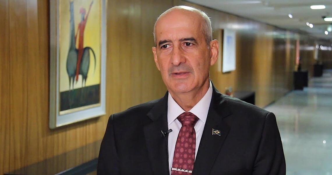 O general Luiz Eduardo Ramos quer elogios