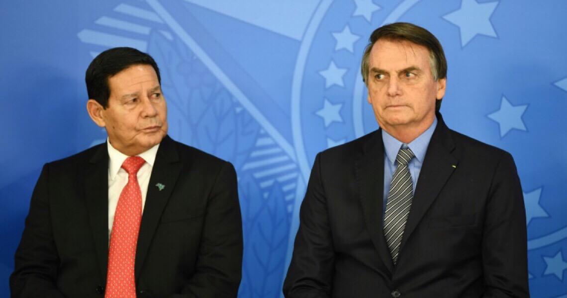 Bolsonaro fracassa como presidente, mas confia que vai se dar bem como ditador