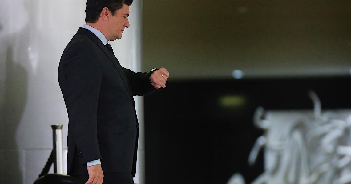 Bolsonaro demite diretor-geral da PF, e Moro avalia deixar governo