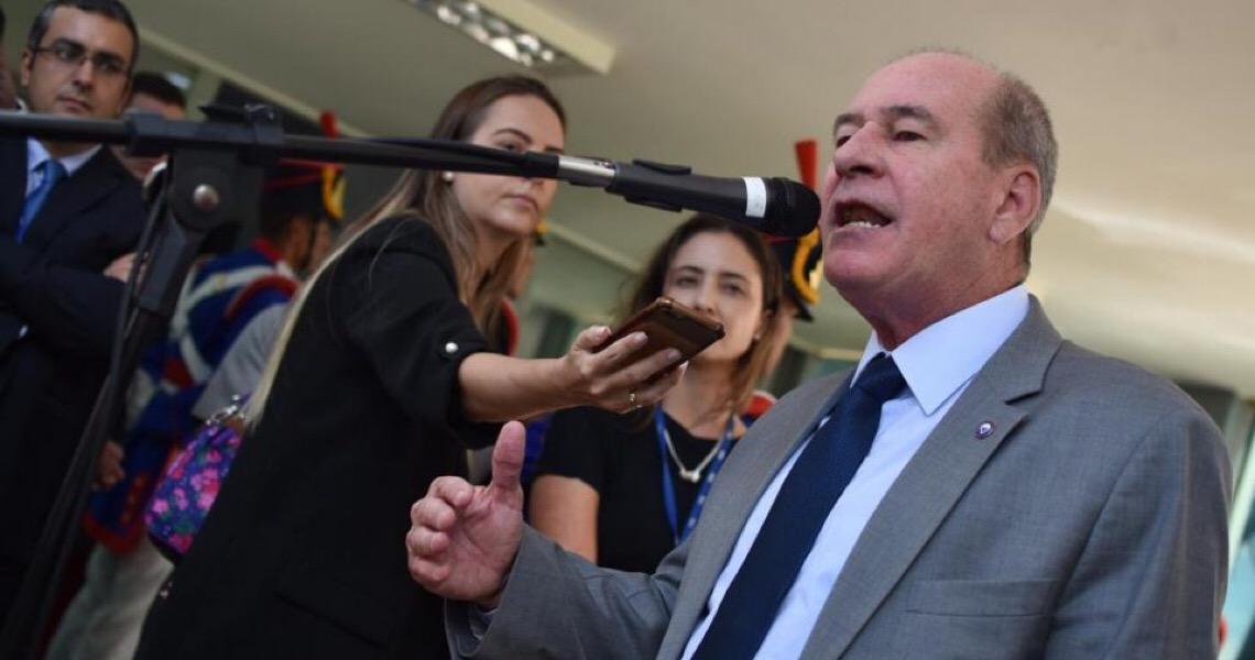 Juíza manda ministro da Defesa tirar do ar nota que defende golpe