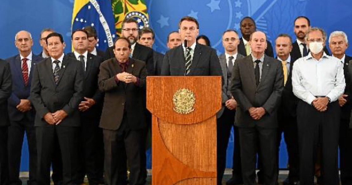 Na cara. Senadores do Distrito Federal criticam Bolsonaro