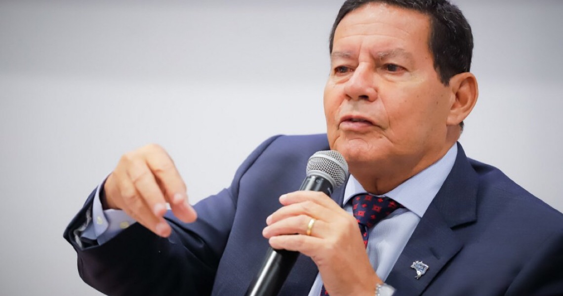 Brasil precisa desesperadamente que Bolsonaro saia da Presidência e Mourão assuma