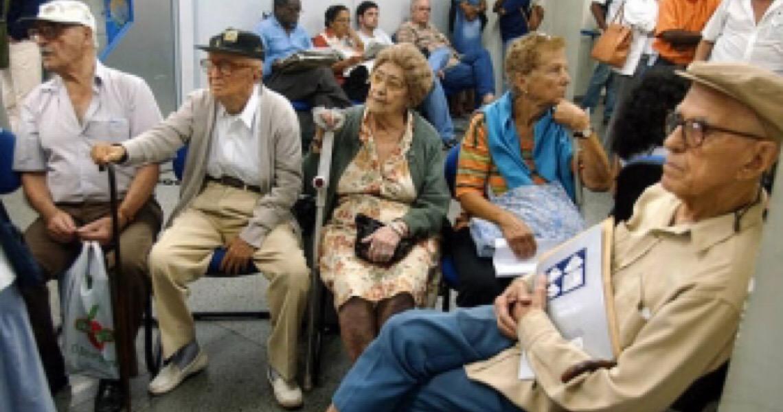 Governo consegue derrubar decisão que proibia desconto de consignado de aposentados