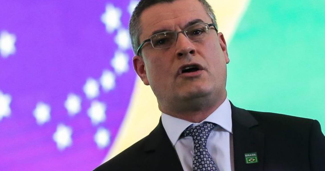 """Bolsonaro tem 72 horas para explicar exoneração """"a pedido"""" de Valeixo"""