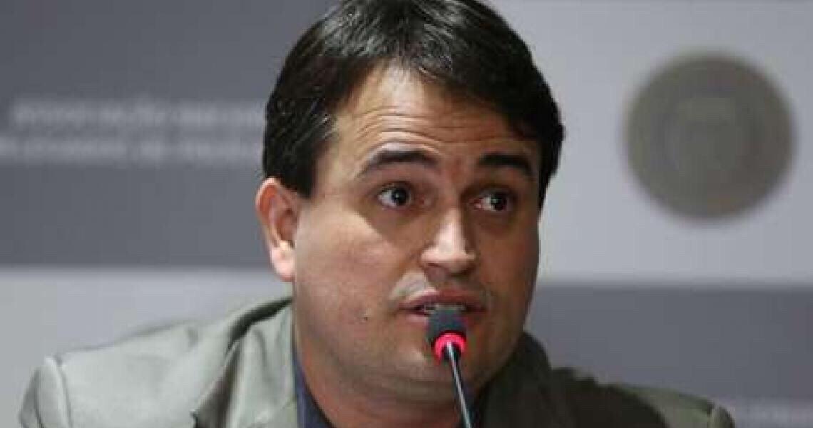 Investigação de Adelio foi imparcial, diz delegado exonerado da Polícia Federal