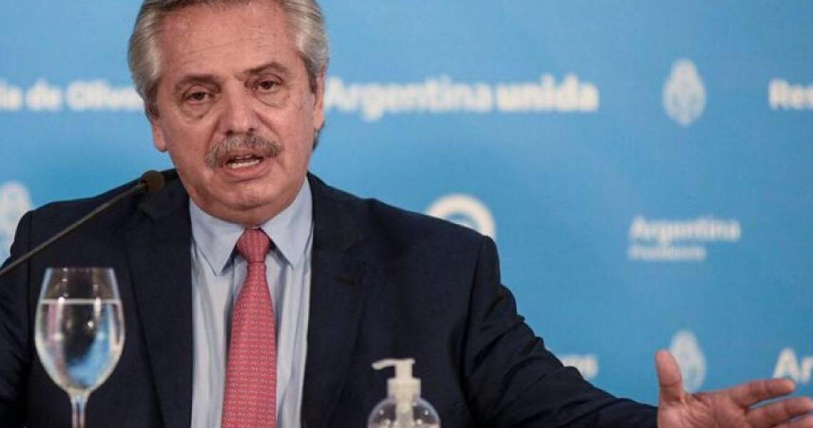 """Fernández amplia quarentena e acusa Bolsonaro de """"falta de seriedade"""" no combate à pandemia"""