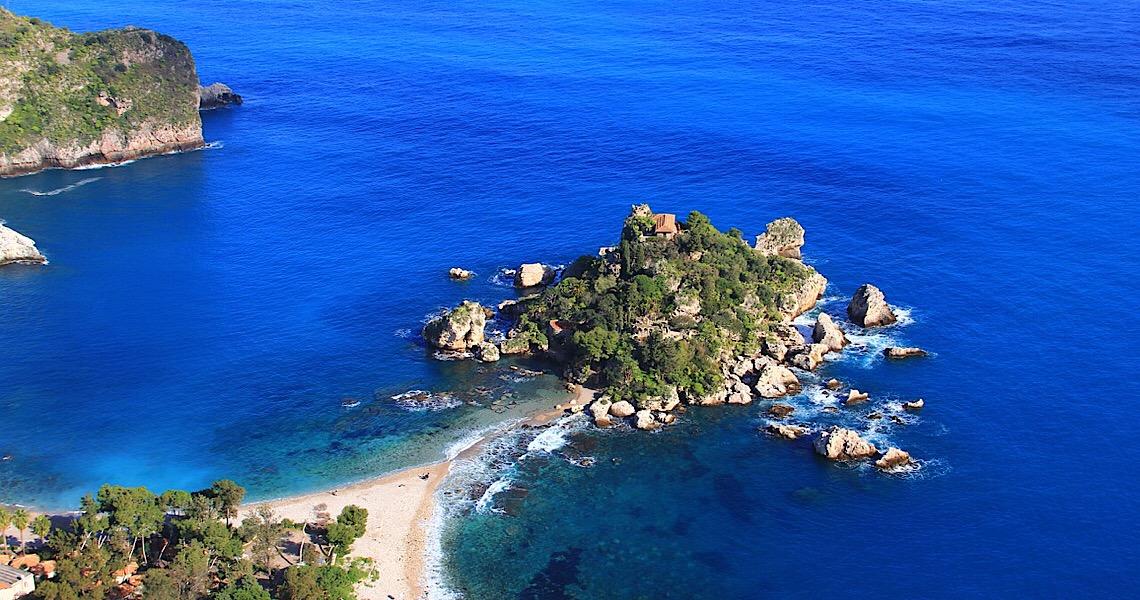 Após a pandemia, Itália pagará turistas para visitarem ilha paradisíaca