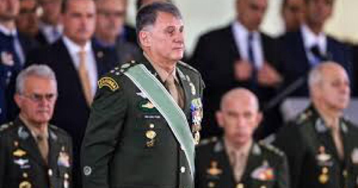 Ninguém toca no comandante do Exército