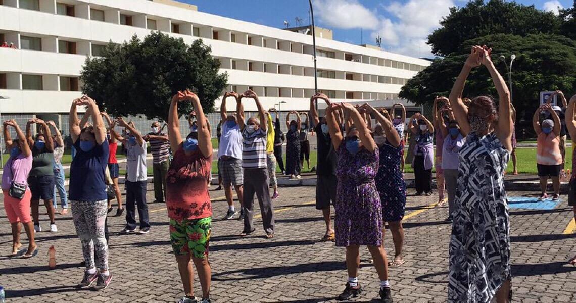 Professores de centros olímpicos dão aulas para idosos em isolamento social
