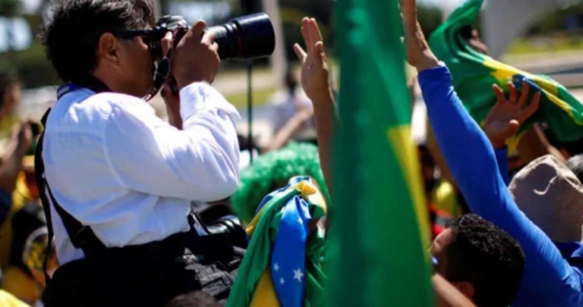 Após ser agredido em ato pró-Bolsonaro, fotógrafo do 'Estadão' é alvo de boatos