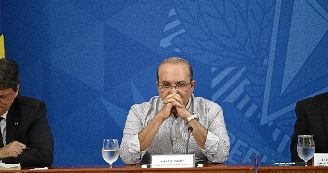 Muitos fatores influenciaram Ibaneis Rocha a adiar abertura do comércio no DF