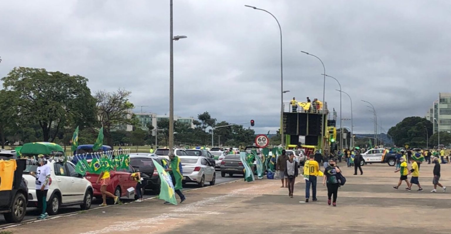 Ato 'minguado' contra a democracia termina sem a presença de Bolsonaro