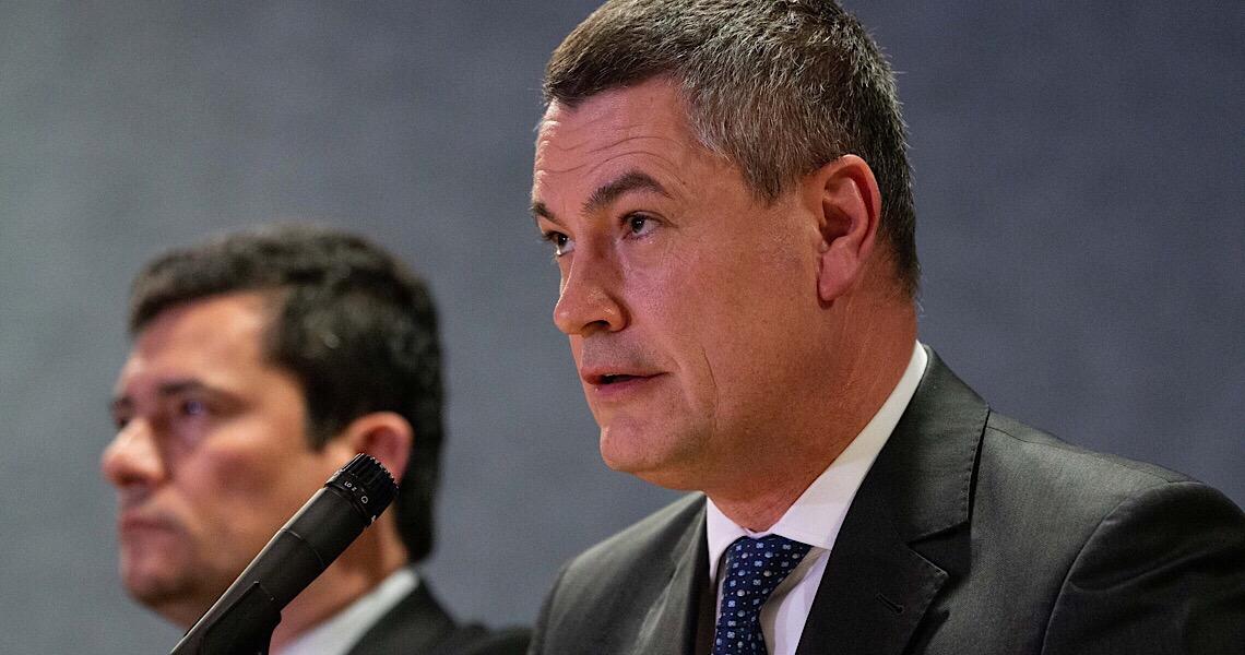 Valeixo confirma telefonema de Bolsonaro e diz que não pediu para sair