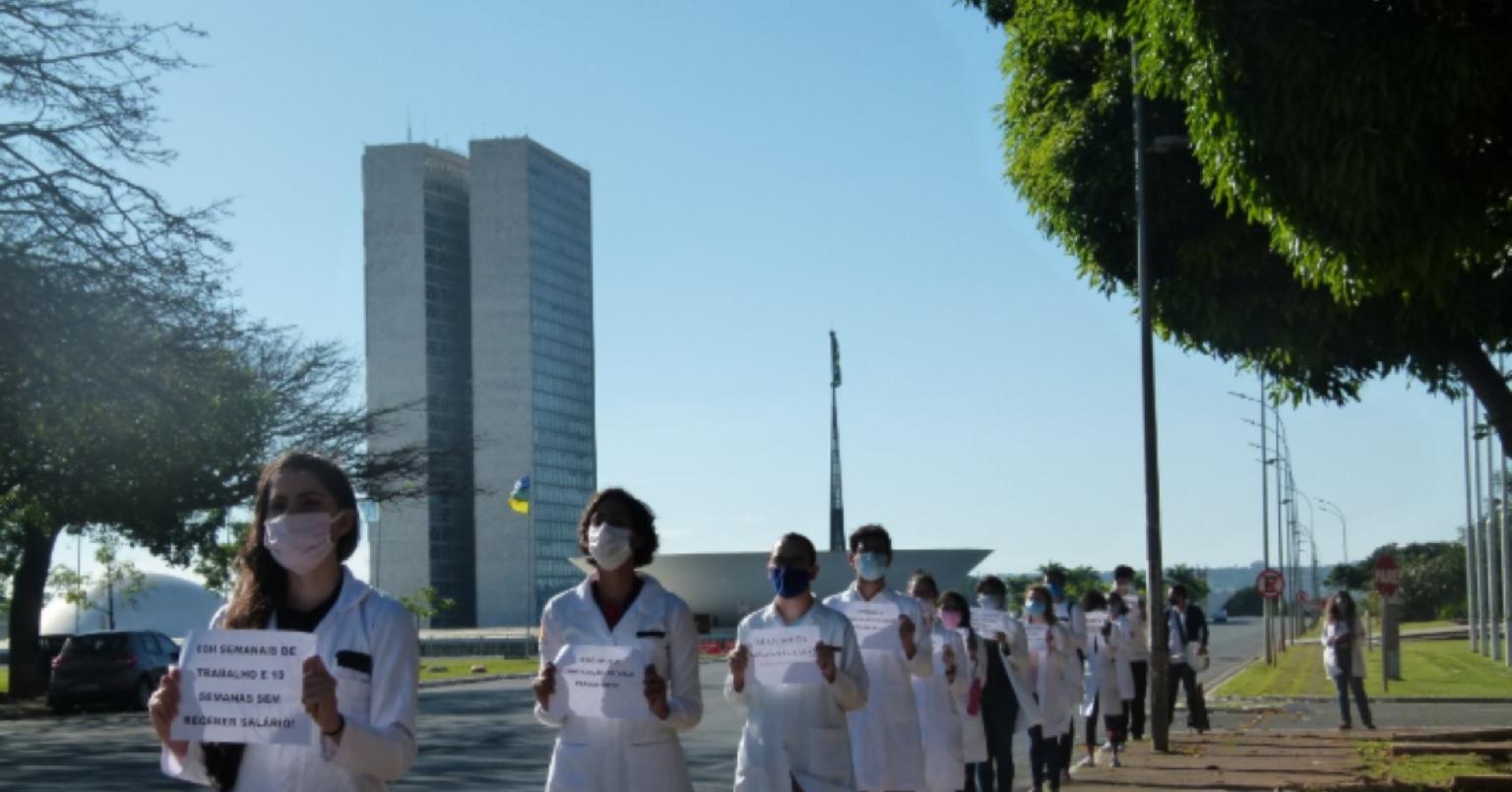 Residentes em greve após dois meses sem receber do Ministério da Saúde