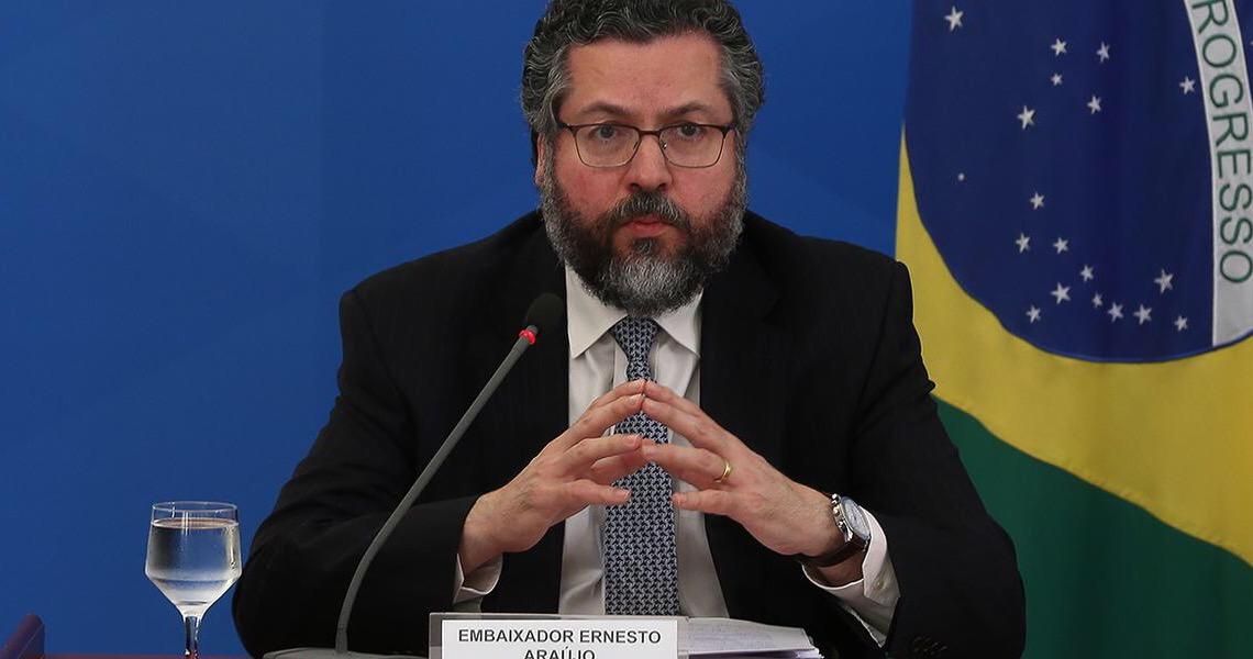 Ernesto Araújo proíbe que diplomatas no exterior recebam notícias de jornais brasileiros