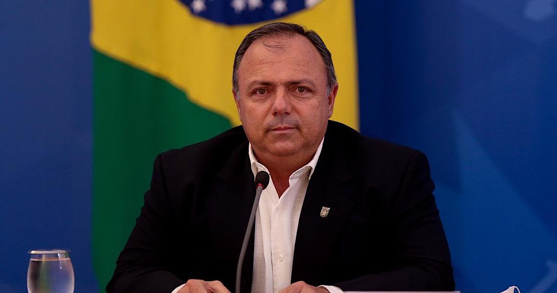 Bolsonaro manda general assinar decreto que vai liberar cloroquina a todos os pacientes de covid-19