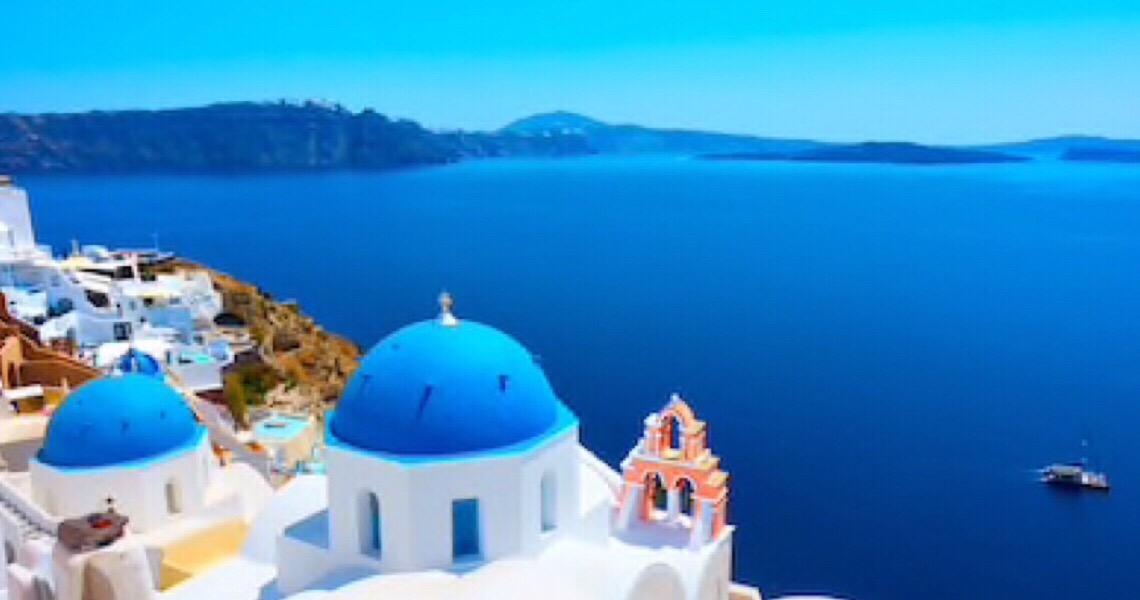 Grécia volta às praias com onda de calor; guarda-sóis ficam distantes