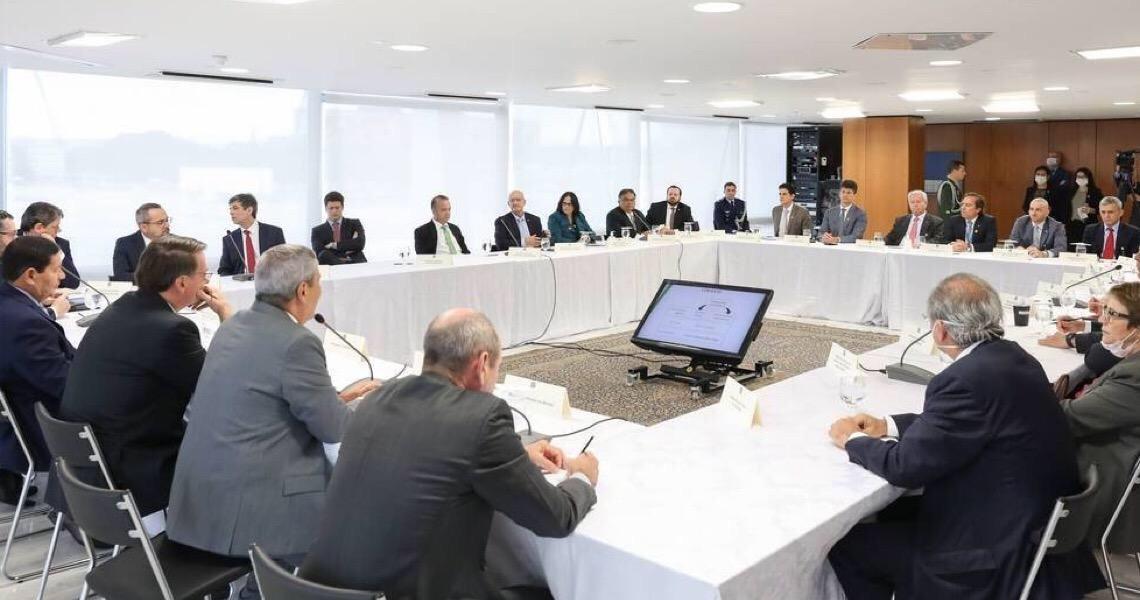 Em vídeo de reunião, Bolsonaro diz que Trump lhe passou relatórios sobre a China