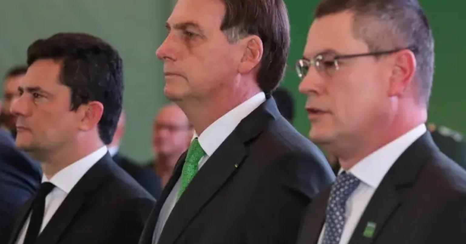'Moro, Valeixo sai esta semana. Está decidido', escreveu Bolsonaro ao então ministro; veja