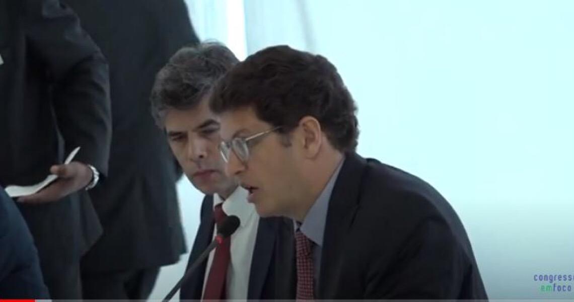 """""""Oportunismo criminoso"""": Servidores pedem saída de Salles do Ministério"""