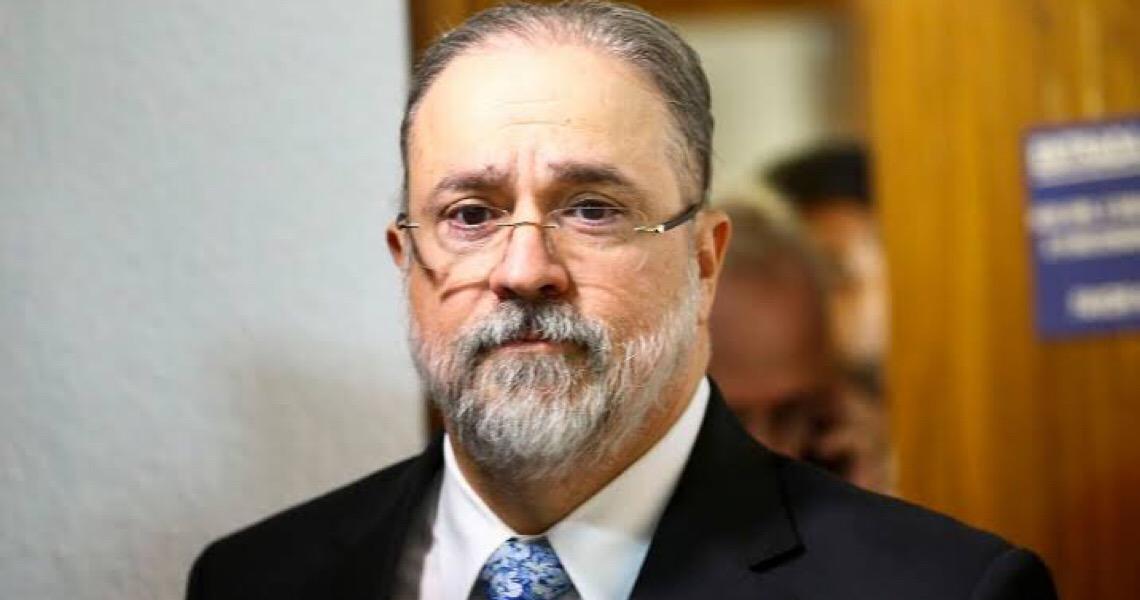 Augusto Aras pede a Fachin para suspender inquérito das fake news