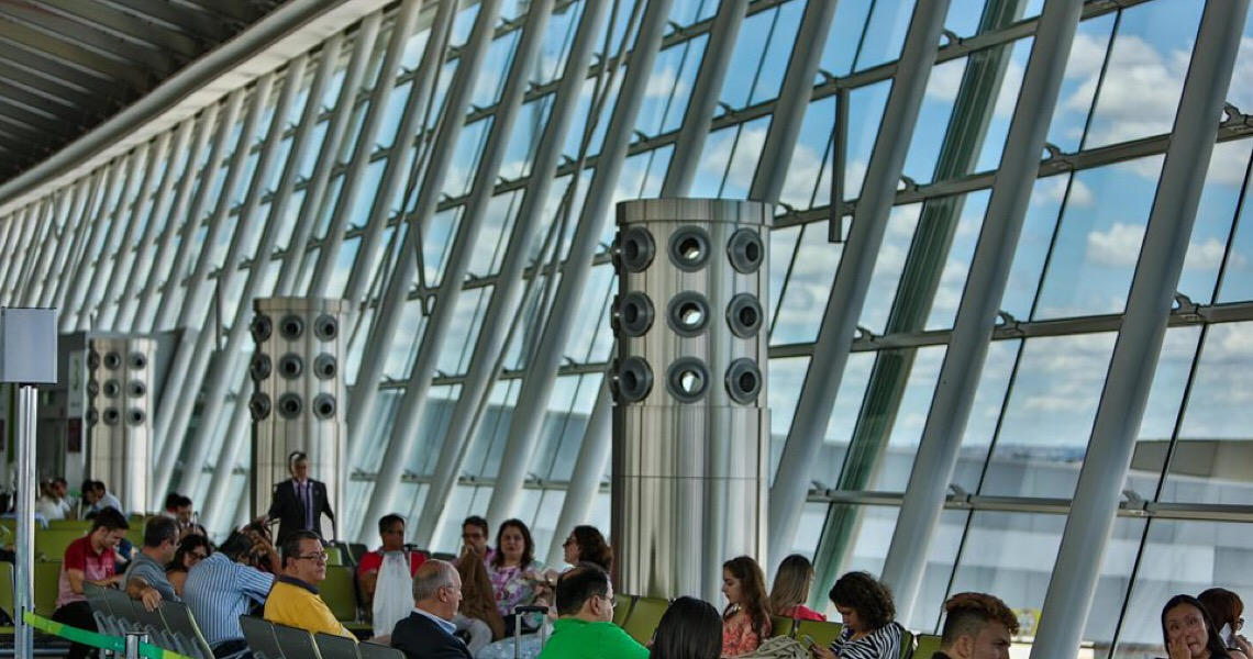 Aeroporto de Brasília constrói usina para abastecimento de energia solar