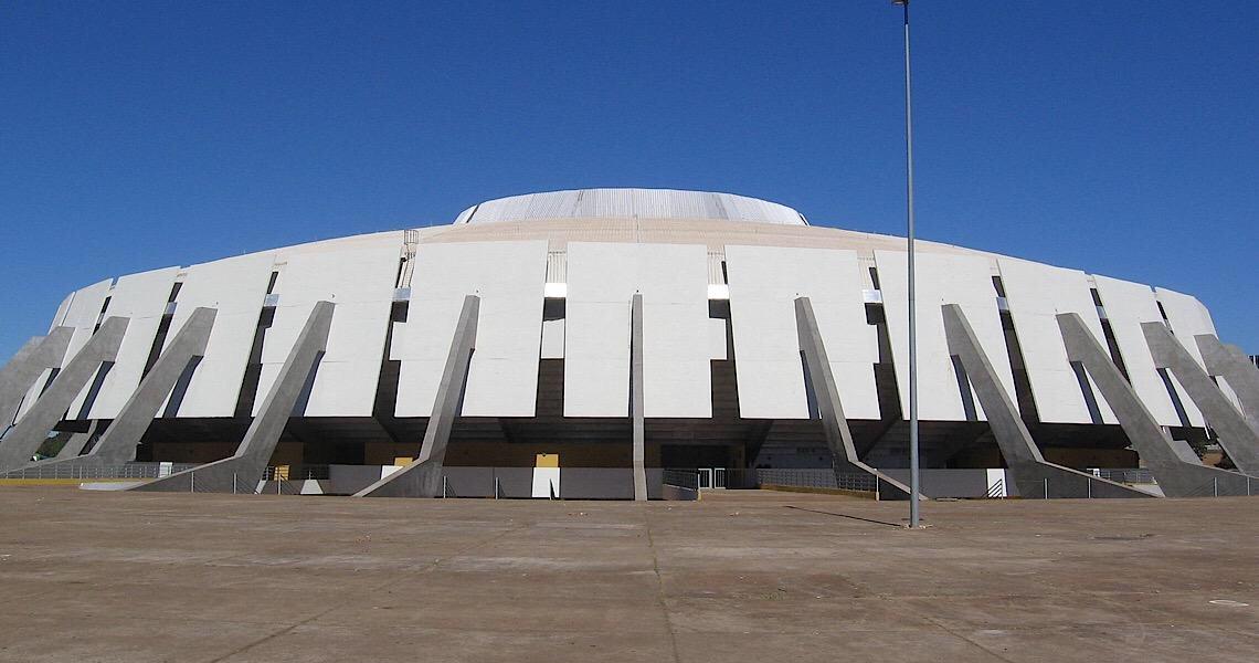 Brasília ganha mais um cine drive-in: estacionamento do Nilson Nelson
