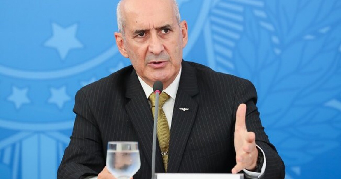 """General Eduardo Ramos descarta golpe militar, mas alerta oposição: """"Não estica a corda"""""""