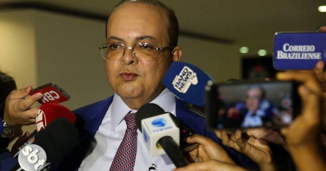 'Tenho 200 canetas e não vou admitir baderna', diz governador do Distrito Federal