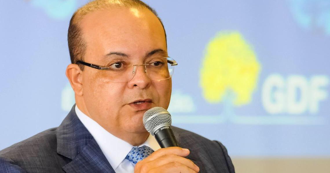 Ibaneis se irrita com pergunta sobre Bolsonaro e toma celular de repórter da Folha