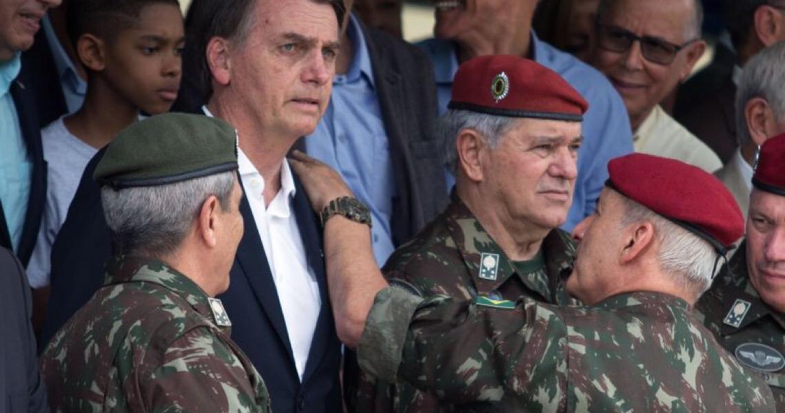 """Militares montam operação de guerra para """"salvar"""" governo Bolsonaro"""