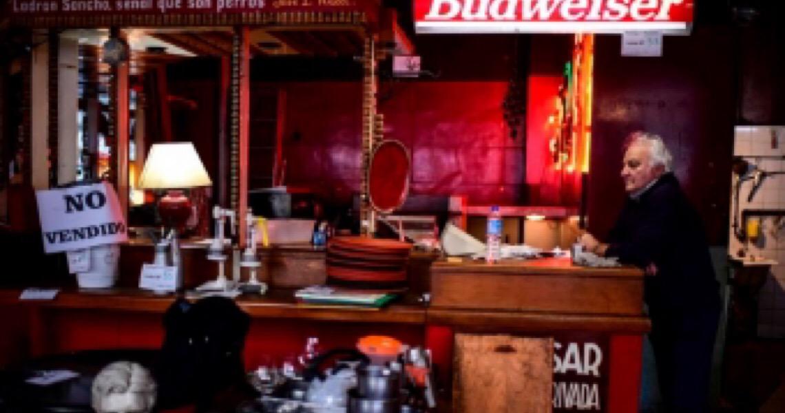 Com três meses de confinamento, restaurantes em Buenos Aires encerram atividades