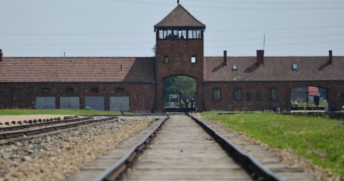 Memorial de Auschwitz reabre para visitantes