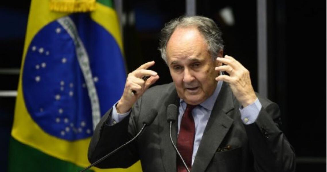 """""""Autocrítica não é um dom dos políticos"""", diz Cristovam Buarque"""